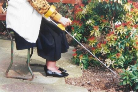 Peta Easi Grip Arm Support Cuff Improves Garden Tool