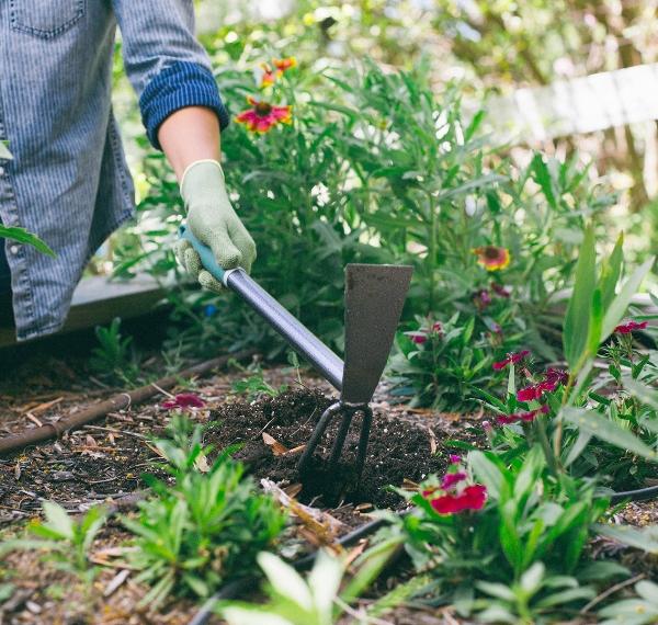 Yard-Butler-Terra-Tiller-Garden-Hand-Tool